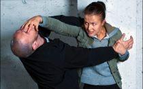 Основы женской самообороны: ситуации, приемы, средства защиты